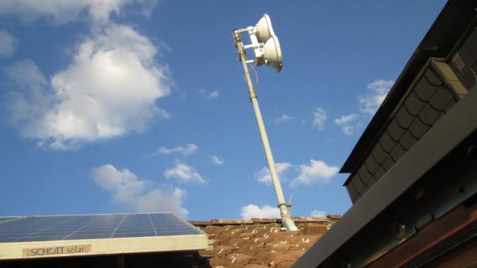 LA-Dach mit Antenne und PV-Modul